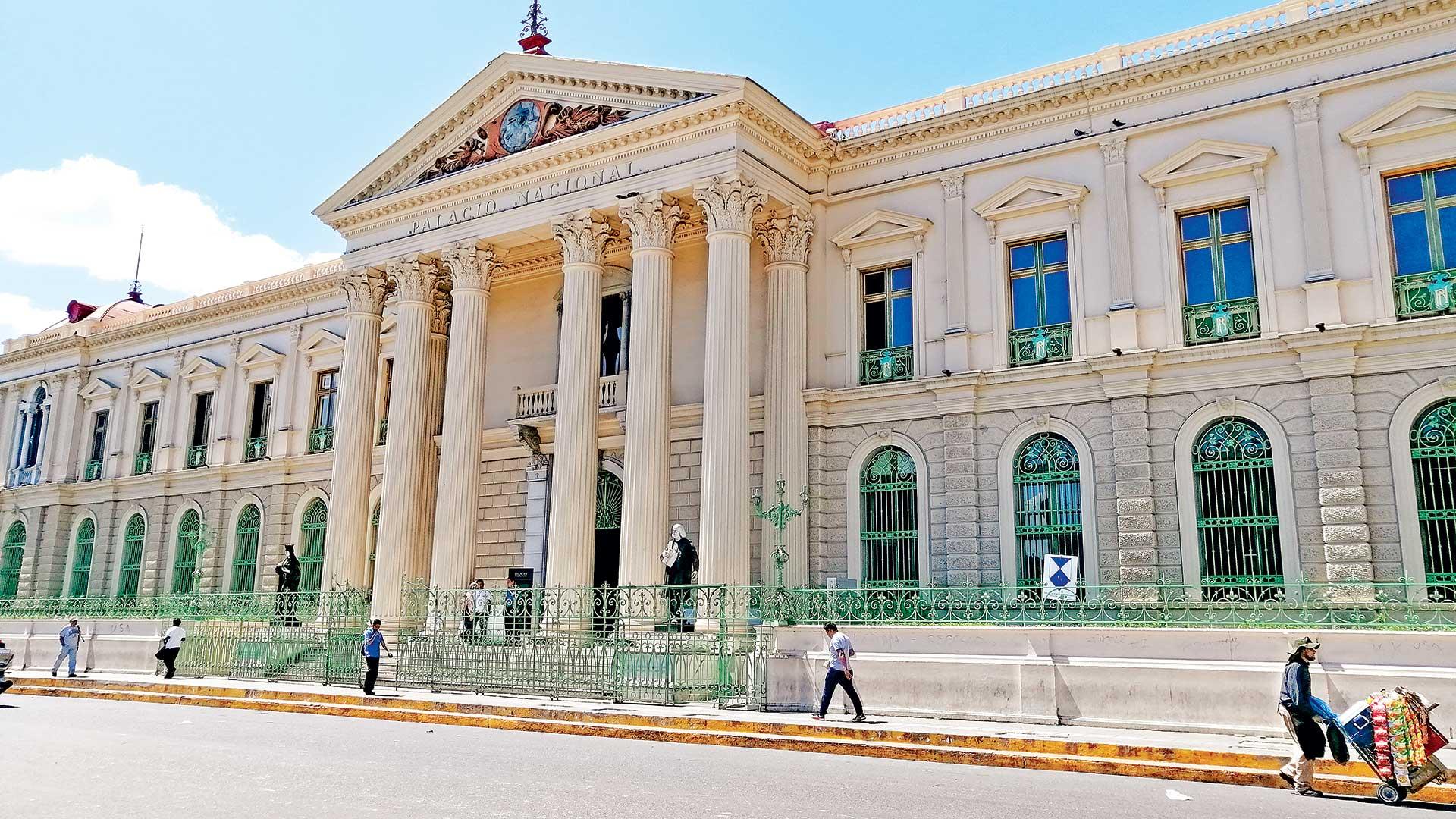 Fachada del Palacio Nacional de El Salvador